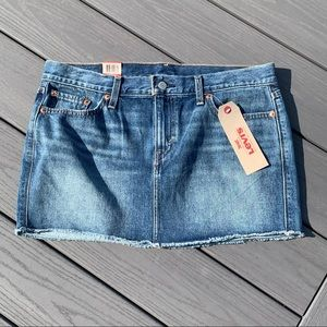 Nwt Levis jean skirt size 29